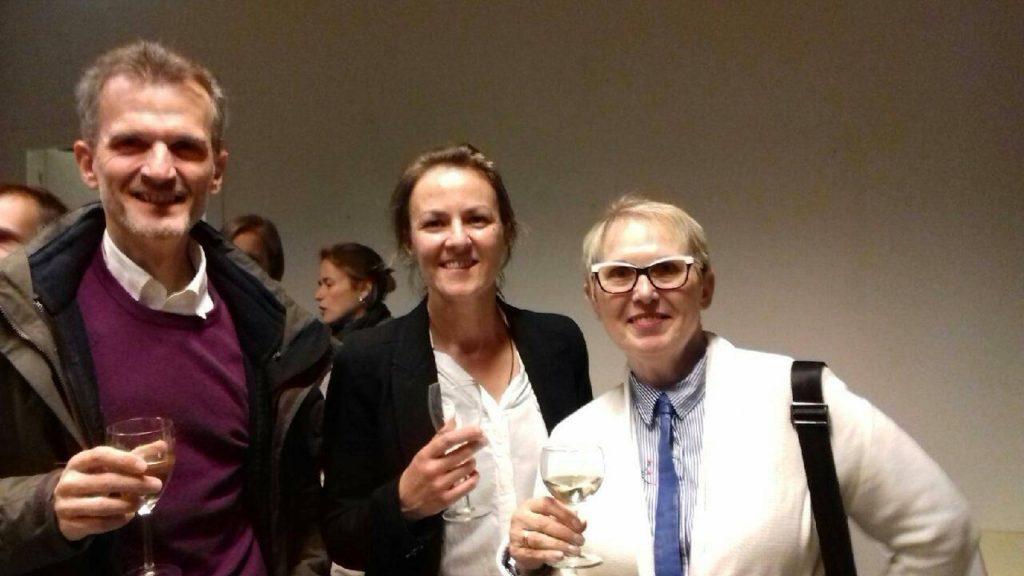 Elisabeth Kulus directrice de Ciné de Bussiere au milieu des heureux lauréats.